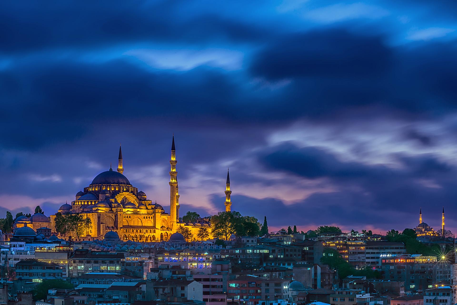 26bc631b 18a5 403a 8e61 e2bdc1449010 - تور استانبول در 24 ساعت