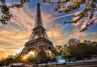 Paris travel AP65117955 xlarge 320x220 - جاهای دیدنی پاریس ، پایتخت فرانسه | Paris