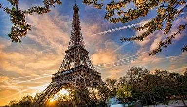Paris travel AP65117955 xlarge 384x220 - جاهای دیدنی پاریس ، پایتخت فرانسه   Paris