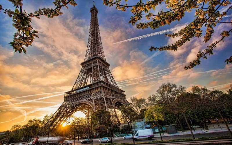 Paris travel AP65117955 xlarge - جاهای دیدنی پاریس ، پایتخت فرانسه | Paris