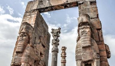 447578 345 384x220 - تخت جمشید ، نشان معماری باشکوه هخامنشیان | Persepolis