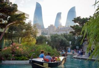 shutterstock 516632110 320x220 - هزینه های سفر به باکو ، آذربایجان | Baku