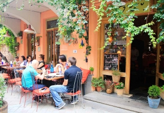 tbilisi eten cafe leila 320x220 - بهترین کافه های تفلیس ، گرجستان | Tbilisi