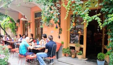tbilisi eten cafe leila 384x220 - بهترین کافه های تفلیس ، گرجستان | Tbilisi