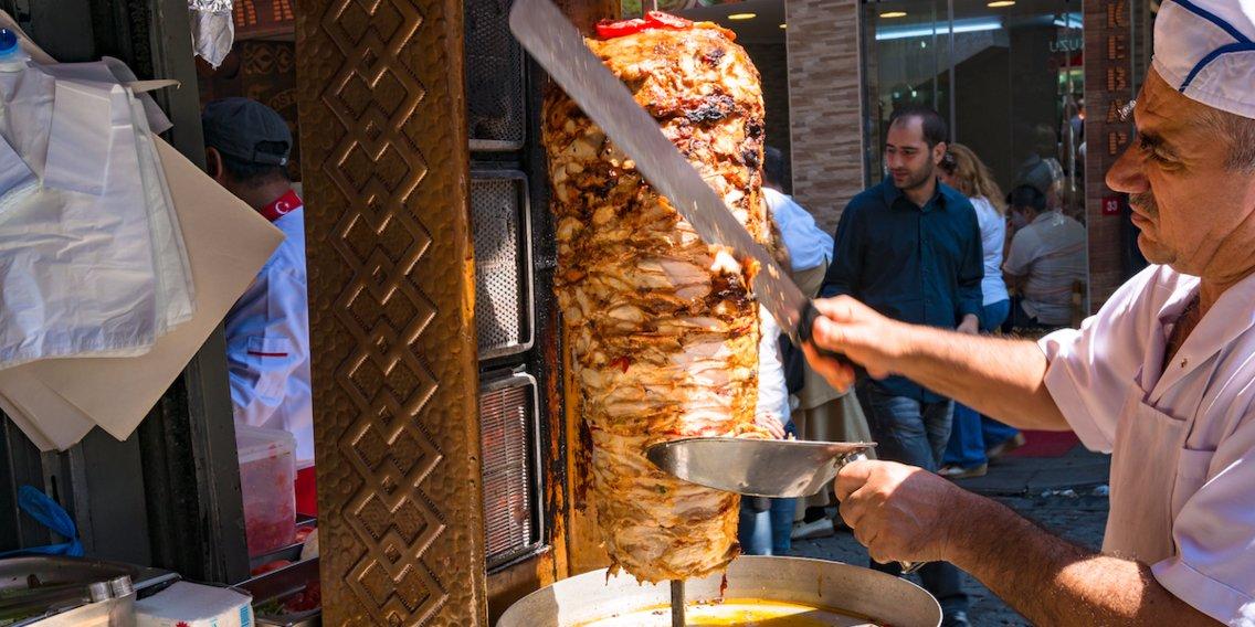 5a227b437101ad57a70122d2 1136 568 - بهترین غذاهای ترکیه که باید در استانبول امتحان کنید | Istanbul