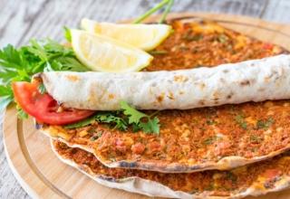 Lahmacun shutterstock 1134670250 800x450 320x220 - بهترین غذاهای ترکیه که باید در استانبول امتحان کنید | Istanbul