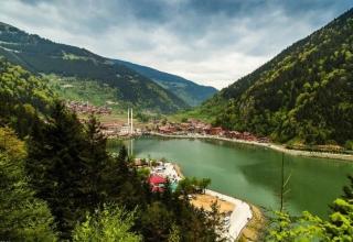M03qnAxv8KBrnv9w 1529576474953 320x220 - دریاچه اوزون گل ، بهشتی در ترابزون ترکیه | Trabzon