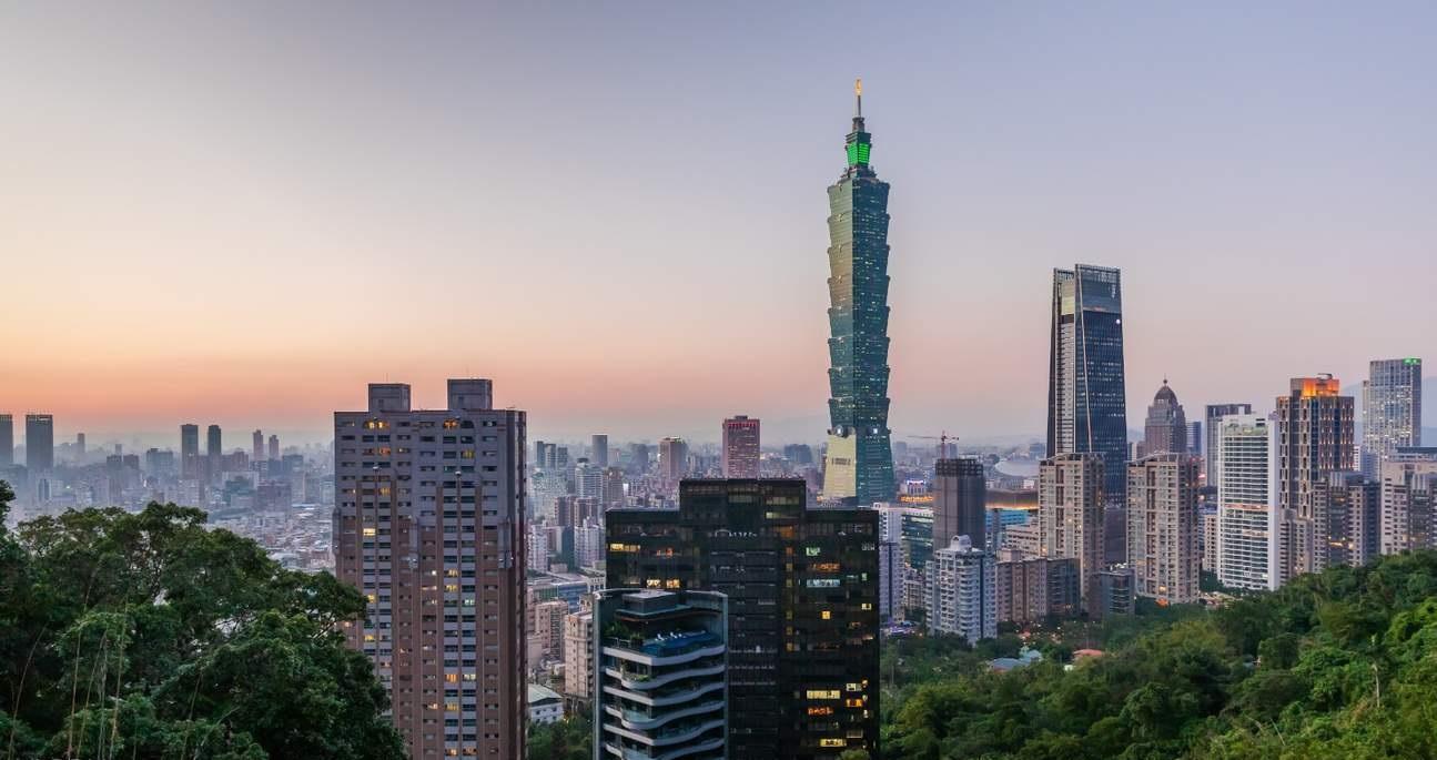 نمایی از برج تایپه 101 در روز