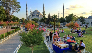 sultan 1 384x220 - کارهایی که باید در محله سلطان احمد استانبول انجام دهید   Istanbul