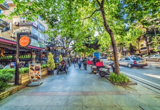 2018 10 30@10 18 04 123 shutterstock 1162614742 320x220 - بهترین مکان ها برای خرید کردن در استانبول ، ترکیه (قسمت اول) | Istanbul