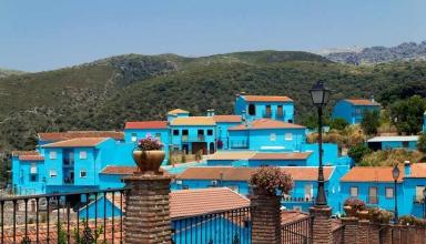 1 1 384x220 - روستای آبی رنگ و شگفت انگیز اسمورف ها | اسپانیا