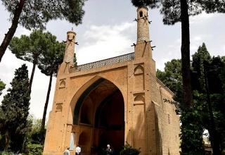 2e8bf177 e67b 48be 8652 f3dd7fca1314 320x220 - منار جنبان اصفهان ، اثری ارزشمند در معماری اسلامی | Isfahan