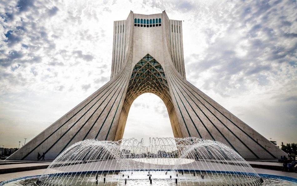 He62BSp89e2fTrgO 1541848414085 - آشنایی با برج آزادی تهران   Tehran