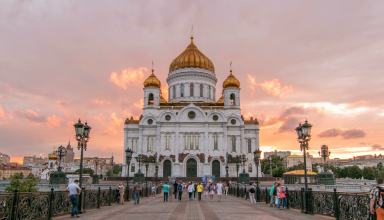 majestic orthodox cathedral of christ saviour with sunset on bank of moscow river it is tallest orthodox church in world timelapse from the patriarchal bridge russia 4k n fy 0cdg  F0000 384x220 - کلیسای مسیح منجی ، بلندترین کلیسای ارتدوکس جهان در مسکو | Moscow