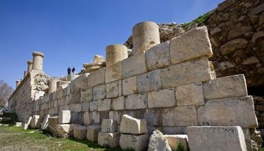 156431340 384x220 - معبد آناهیتا ، بنایی عظیم در کنگاور کرمانشاه | Kangavar