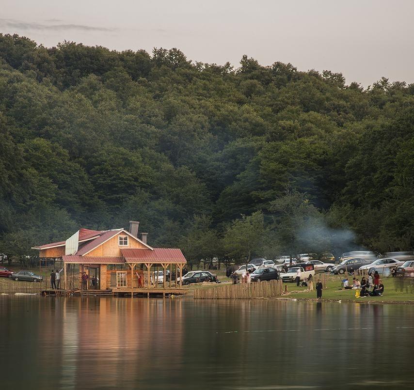 روستا و دریاچه سقالکسار