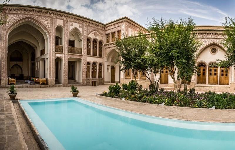 ameri family house kashan yard - سرای عامری ها ، بزرگترین خانه تاریخی کاشان | Kashan