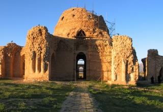 sarvestan28 e1564299877901 320x220 - کاخ سروستان ، از زیباترین بناهای ساسانی | Sarvestan