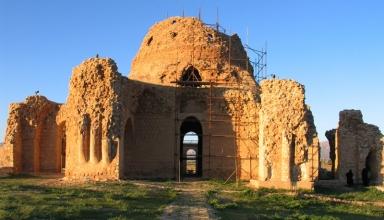 sarvestan28 e1564299877901 384x220 - کاخ سروستان ، از زیباترین بناهای ساسانی | Sarvestan