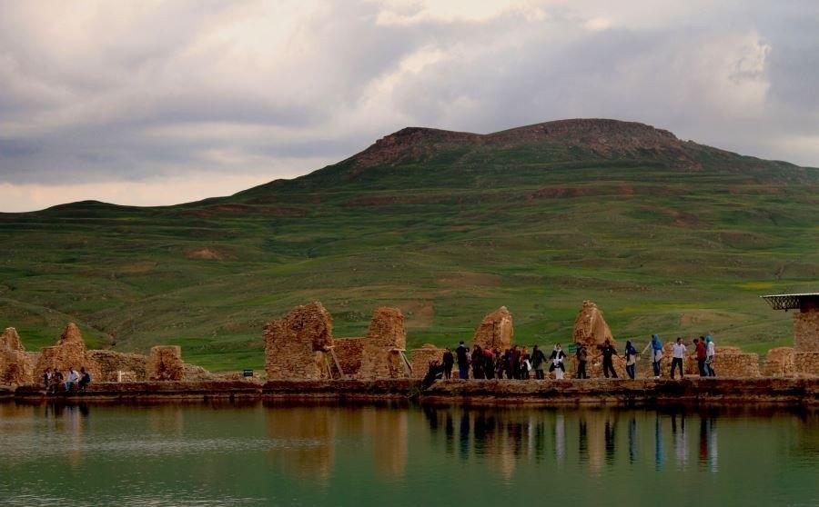 takht soleiman7 e1563867872529 - دریاچه تخت سلیمان ، بیانگر تاریخ و تمدن ها
