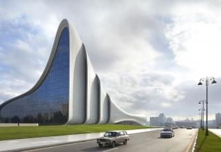 Vy80lw6EIaTUnBL0 1534317334396 e1569162668504 320x220 - مرکز فرهنگی حیدر علی اف باکو ، آذربایجان | Baku