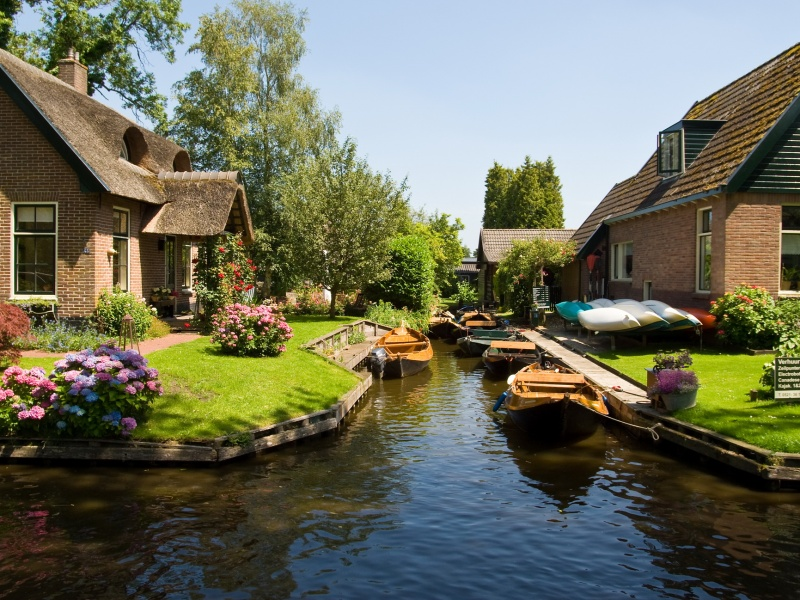 Wanderful village of Giethoorn 800x600 - دهکده گیتورن هلند ، تجربه بهشت | Giethoorn