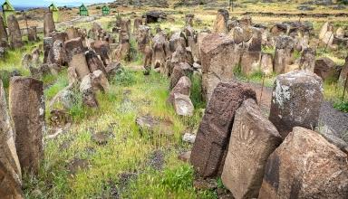 1111025 861 e1572506699865 384x220 - قبرستان یئری ، گورستانی عجیب در استان اردبیل | Ardabil