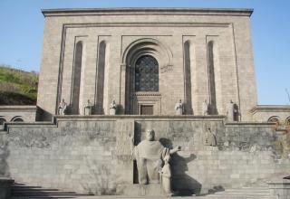 13525439150 320x220 - موزه ماتناداران ایروان ، ارمنستان | Yerevan