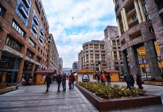 96e270bb5c9f30768426bf485d376462 320x220 - خیابان شمالی ایروان ، ارمنستان | Yerevan