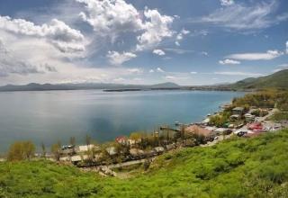 BbcBK3XN6hG3adQ6 1534341663612 e1571416911639 320x220 - دریاچه سوان ایروان ، دریاچه ای زیبا در ارمنستان | Yerevan