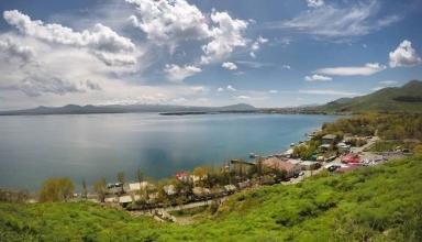 BbcBK3XN6hG3adQ6 1534341663612 e1571416911639 384x220 - دریاچه سوان ایروان ، دریاچه ای زیبا در ارمنستان | Yerevan