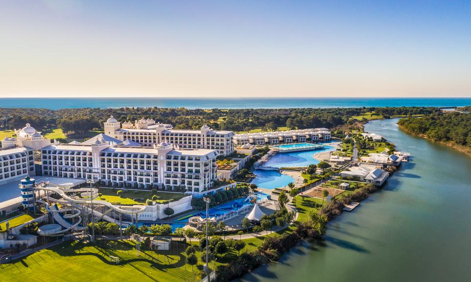 هتل تایتانیک دلوکس بلک