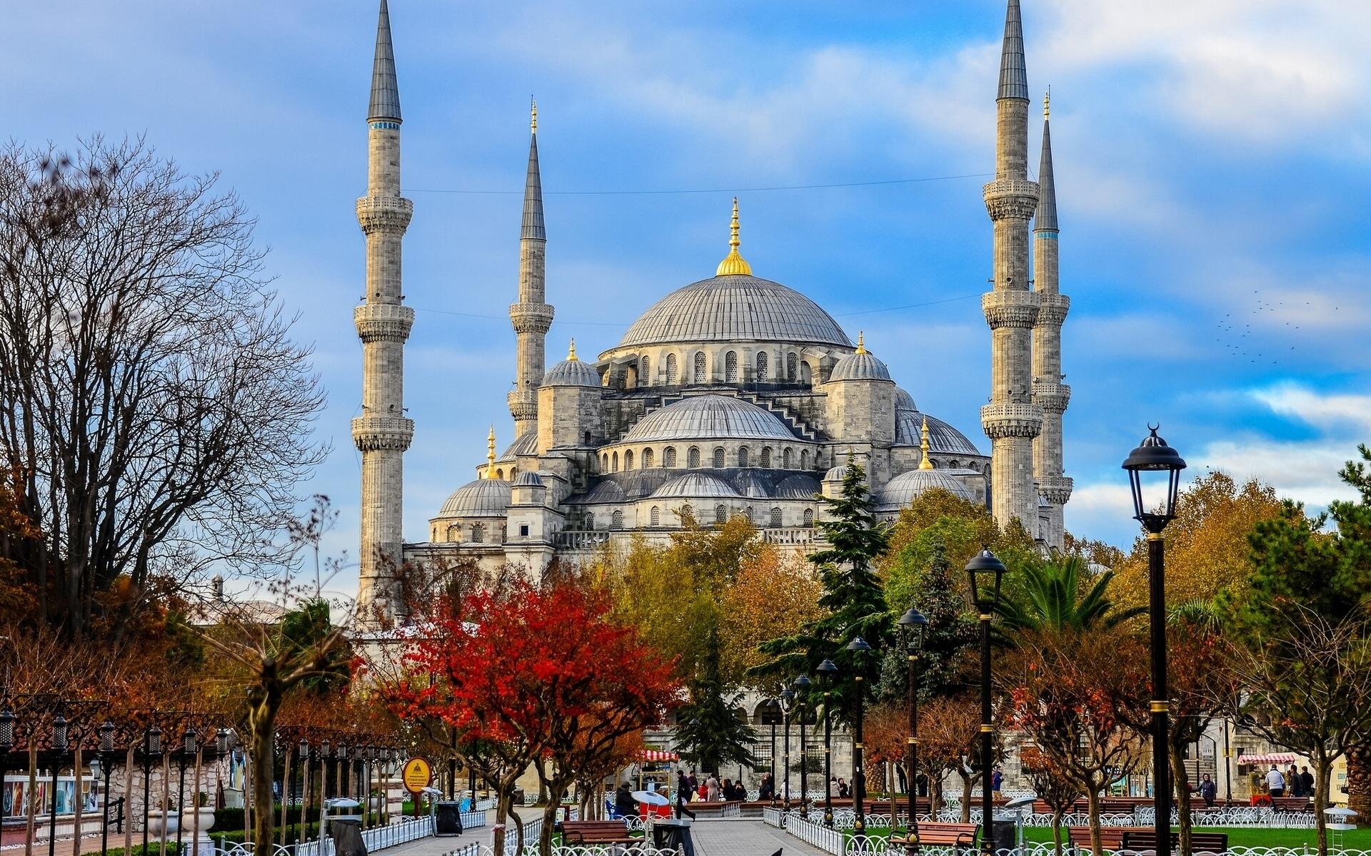 Istanbul in autumn - بهترین شهرهای اروپا برای سفر در پاییز (قسمت ۲) | Europe