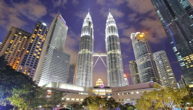 kuala lumpur klcc malaysia 7e10a7d390e840b8b9a7453d57ab265d 384x220 - کوالالامپور از نگاه دوربین ، پایتخت زیبای مالزی | Kuala Lumpur