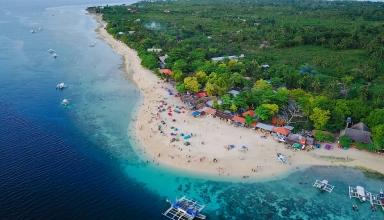 Cebu erial view of sandy beach with tourists swimming in beautiful clear sea water of the Sumilon island beach landing near Oslob Cebu Philippines. 1000x563 384x220 - بهترین مناطق دیدنی فیلیپین (قسمت ۱) | Philippines