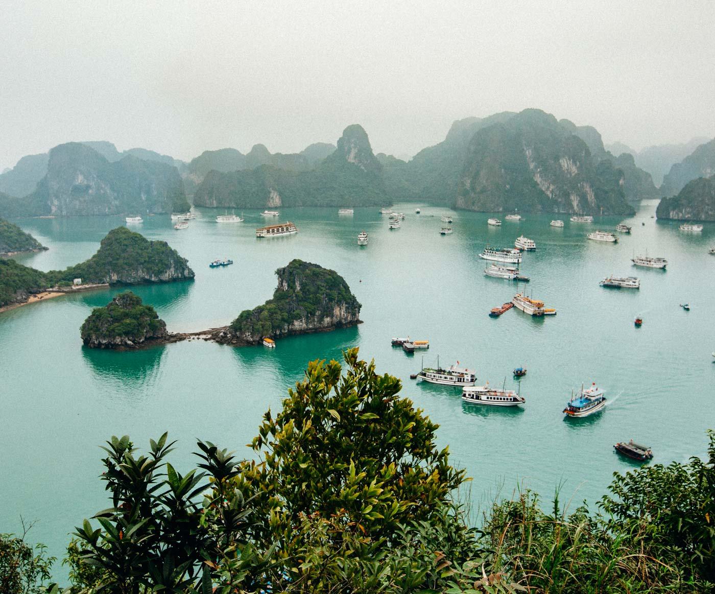titop mountain lookout ha long bay vietnam - خلیج هالونگ ، از جاذبه های محبوب ویتنام | Ha Long Bay