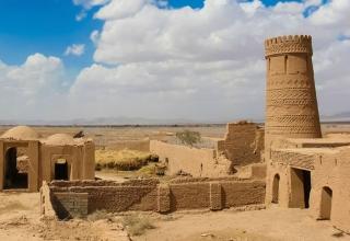دیدنی زرند اتاقک 1 1 320x220 - برج زرندوئیه در زرند کرمان | Kerman