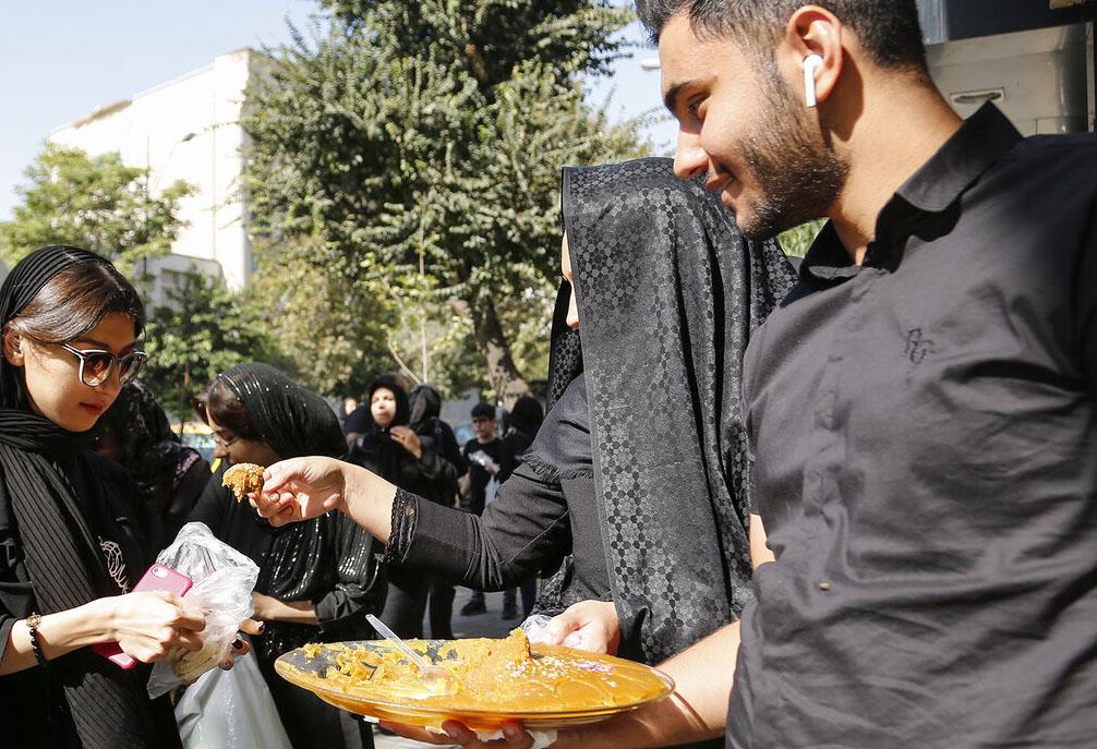 حلواپزون در کوچه عرب ها